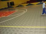 el piso de basketball